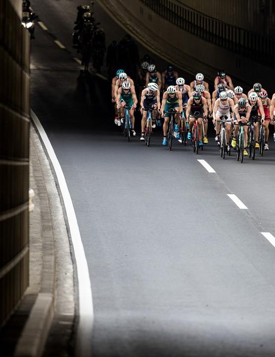 当运动员完成了自行车腿的群众,我们新的我们正在为惊人的10km比赛