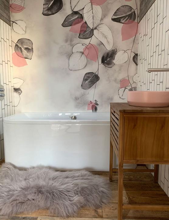Pink bathroom wallpaper