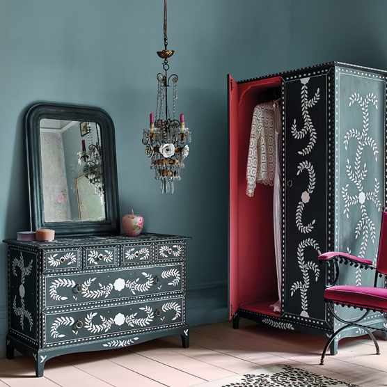 How to upcycle a dresser with Annie Sloan chalk paint
