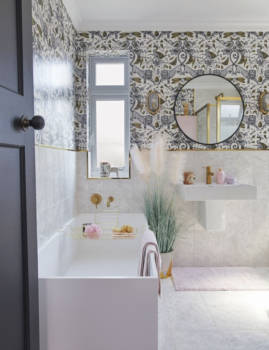 'I wanted a hotel-luxe feel in here and the gold shower frame and taps, from Lusso Stone, led to