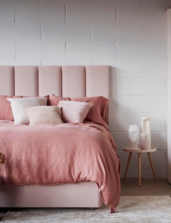 pink bedroom ideas - dusky pink beddning