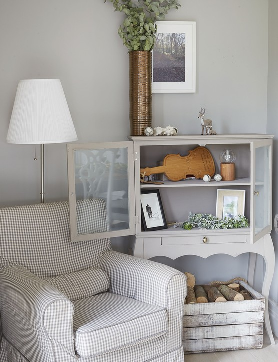 The natural world inspires Gillian's artwork and her décor, too, as in this cosy corner of her dining area styled with foliage, nature photos and prints
