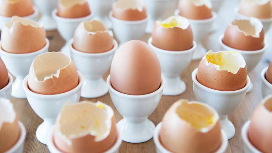 Should eggs be stored pointed end down? © Getty Images