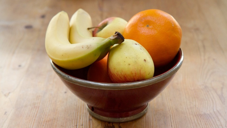 Do apples really ripen faster if you put them next to bananas? © Getty Images