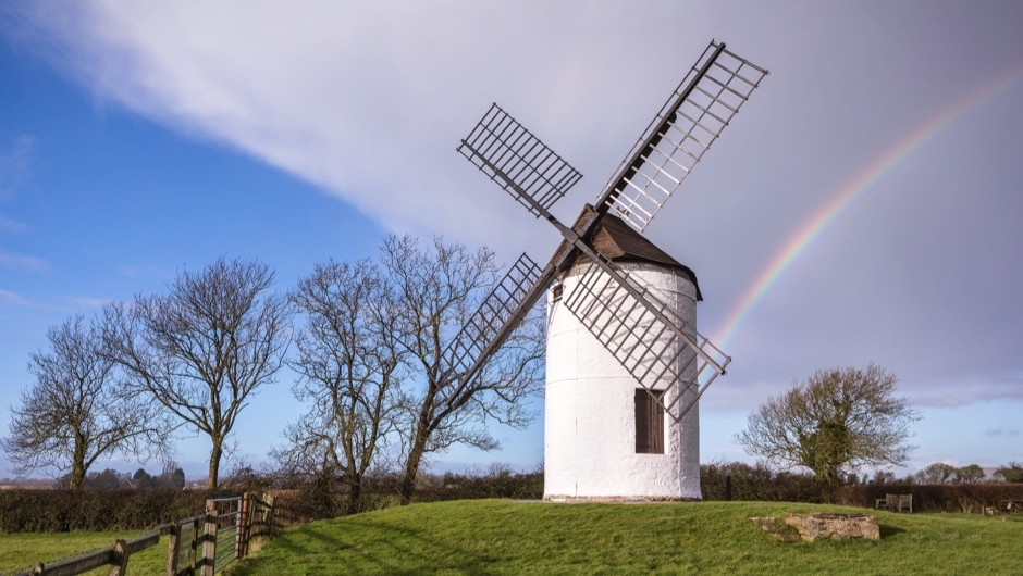 How does the power output of a traditional windmill compare to a modern wind turbine? © Getty Images