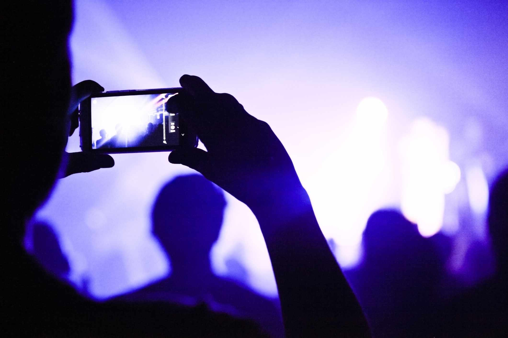 Does taking pictures help us remember things? © Getty Images