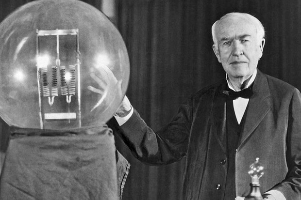 Who really invented the light bulb? (Noted inventor Thomas Edison at the lightbulb's golden jubilee anniversary banquet in his honor, Orange, New Jersey, October 16, 1929. He is exhibiting in his hand a replica of his first successful incandescent lamp which gave 16 candlepower of illumination, in contrast to the latest lamp, a 50,000 watt, 150,000 candlepower lamp © Underwood Archives/Getty Images)