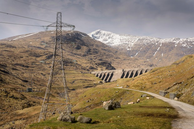 View of Cruachan hydroelectric power station dam in Scotland © Monty Rakusen/Getty Images