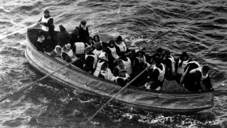 How could you survive the Titanic crash if the lifeboats were full? © Wikipedia