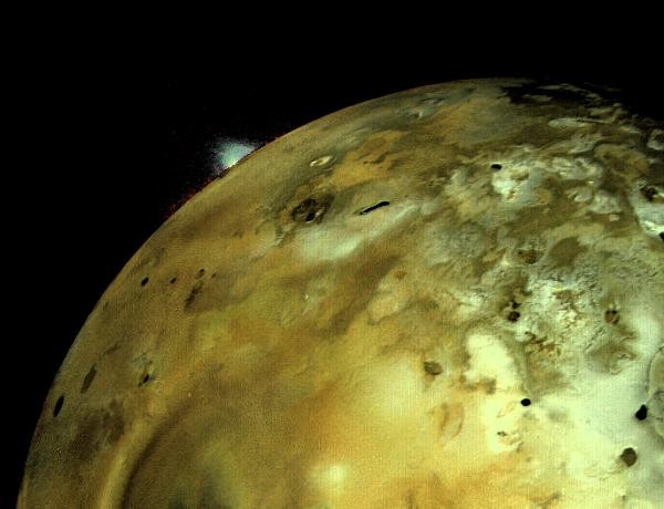 A volcanic eruption is glimpsed on Jupiter's moon Io © JPL/NASA