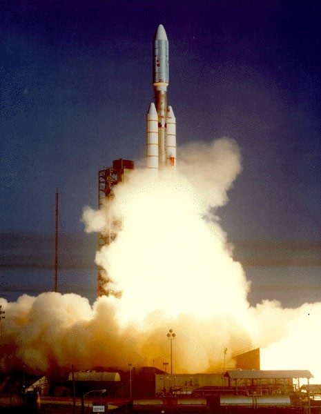Voyager 1 lifts off © NASA