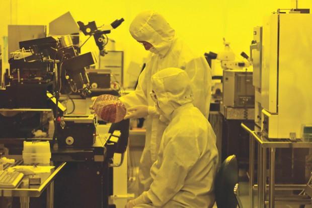 Researchers in a clean room at Hewlett-Packard Labs make memristors © Ken James/Bloomberg via Getty Images