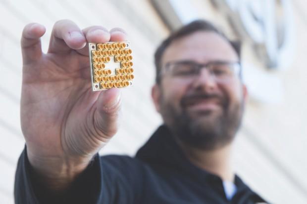 Intel's 17-qubit superconducting test chip © Intel Corporation