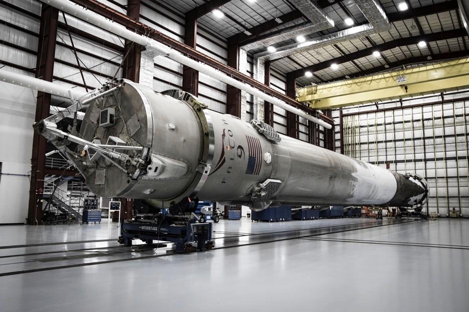 تجهيز الصاروخ بعد الهبوط لإعادة استخدامه