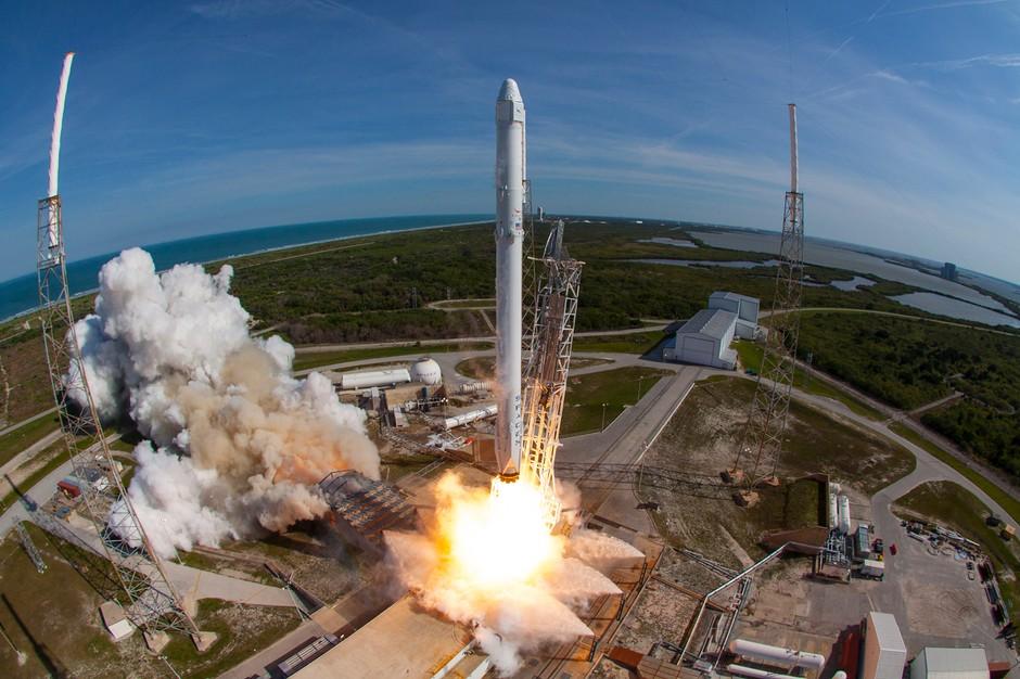 منصة إطلاق الصاروخ فالكون 9