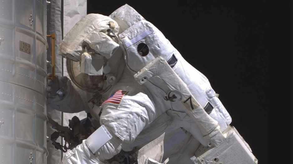 How do they make spacesuits airtight? © NASA