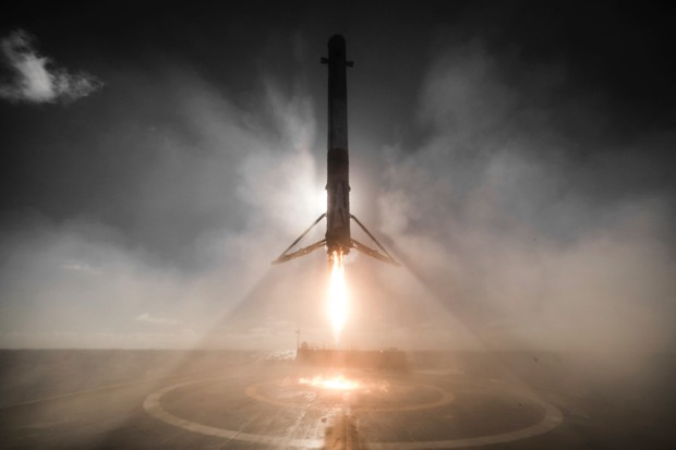 A Falcon 9 rocket touches down on one of the two offshore landing platforms © SpaceX