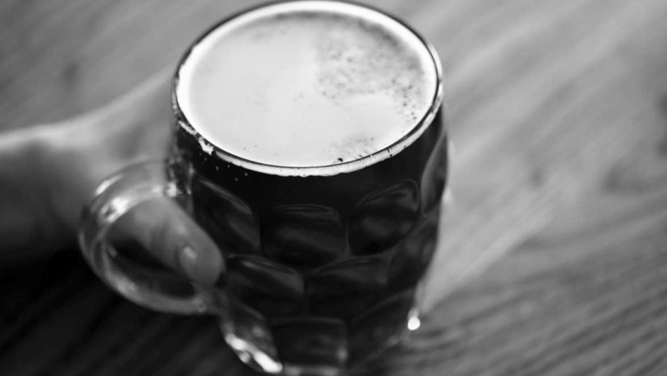 How long do six pints of beer stay in my system? © Getty Images