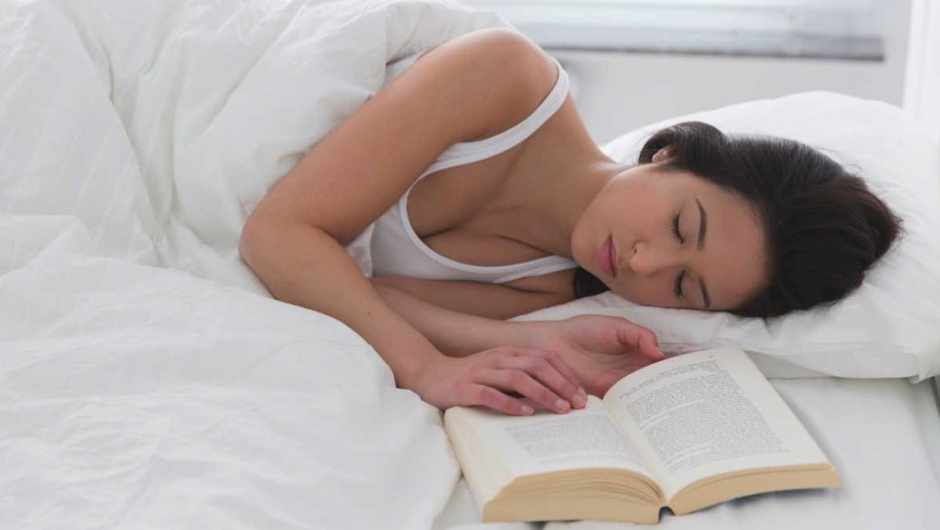Why does reading make you sleepy? © Getty Images