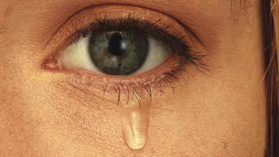 Why does sweat sting your eyes, but tears do not? © Getty Images