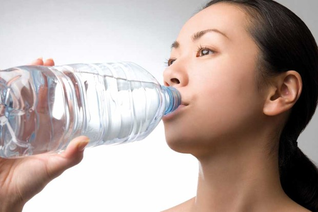 Does the plastic debris found in bottled water affect our bodies? © Getty Images