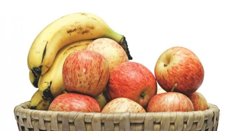 Why do bananas make fruit ripen faster? © iStock