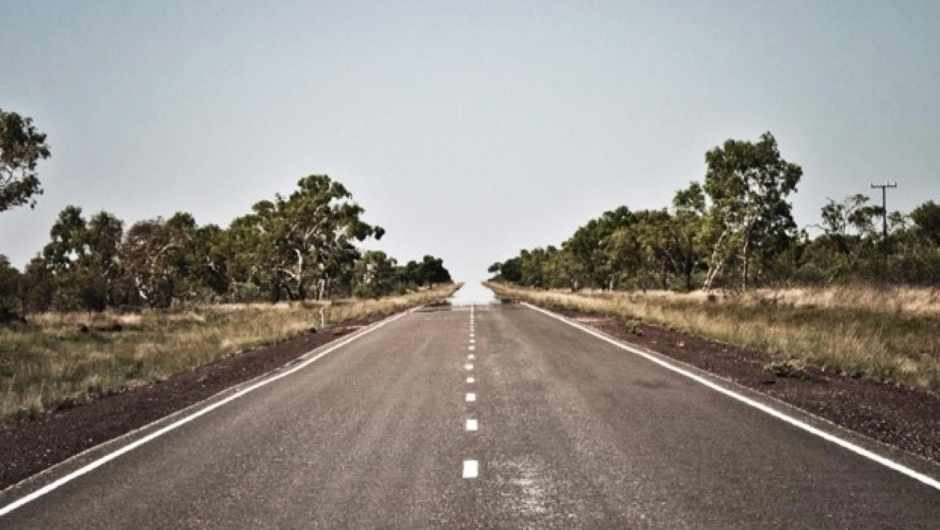 Why does heat make roads appear wet in the distance? © iStock
