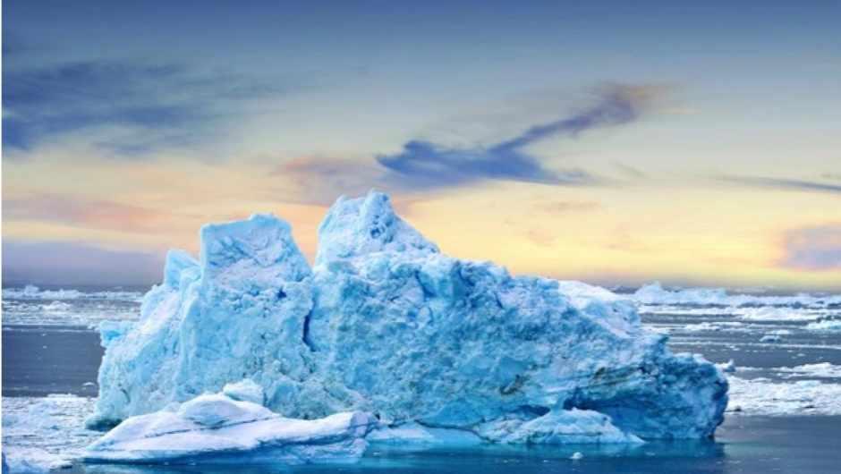 What makes icebergs flip over? © iStock