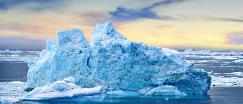 What makes icebergs flip over? © iStock