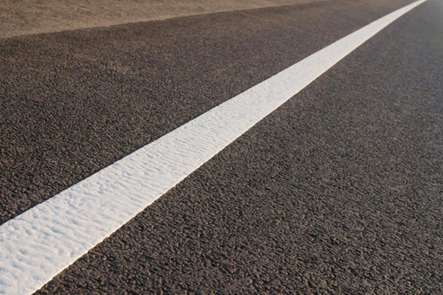 How do they paint white lines on roads so accurately? © iStock