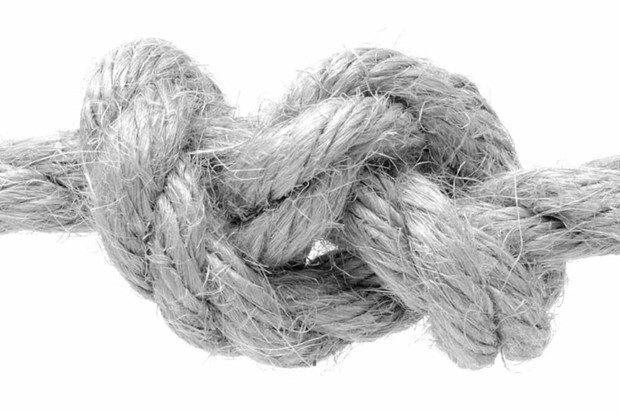 Why do knots weaken a rope? © iStock