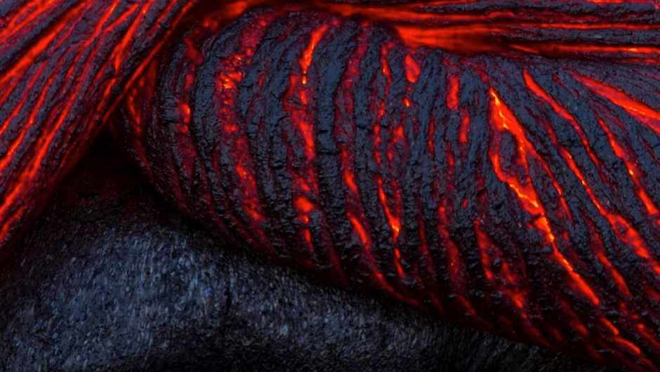 What makes the rock inside volcanoes so hot? © iStock