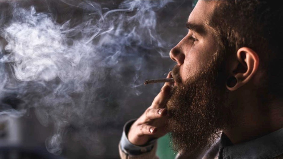 Does smoking cause air pollution? © iStock