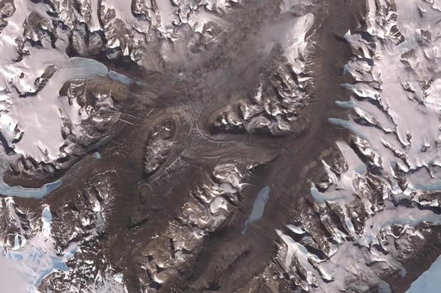 McMurdo Dry Valleys © NASA/GSFC/METI/ERSDAC/JAROS, and U.S./Japan ASTER Science Team