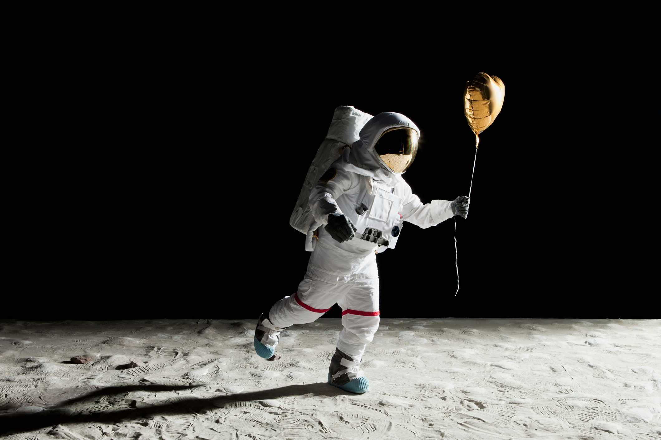 Would helium balloons float upwards on a spaceship? © Getty Images