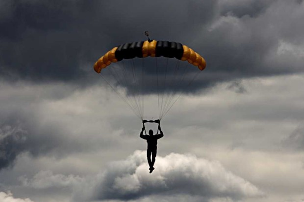 The thought experiment: Could I survive a parachute jump through a thundercloud? © Getty Images