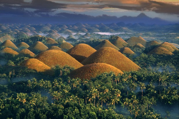 Philippines, Chocolate Hills at sunrise © Per-Andre Hoffmann/Getty Images