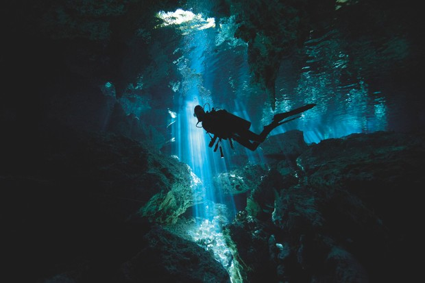 Scuba diver inside cenote in Mexico © Alastair Pollock Photography/Getty Images Scuba diver inside cenote in Mexico © Alastair Pollock Photography/Getty Images