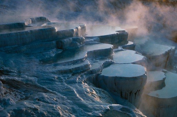 Layers of limestone and travertine, hot springs of Pamukkale (UNESCO World Heritage List, 1988) © De Agostini Picture Library/Getty Images