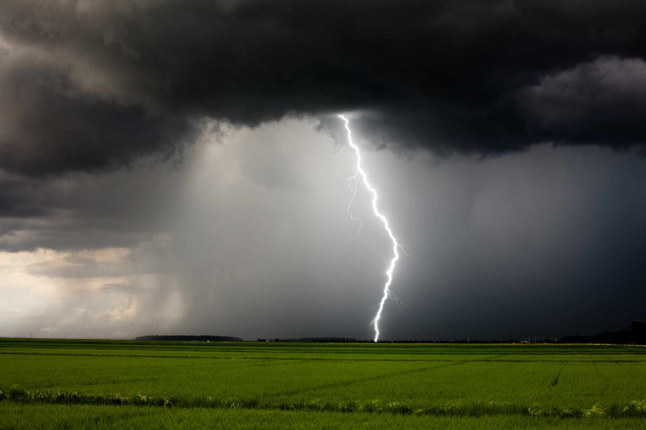 Why doesn't lightning strike straight to Earth? © Getty Images
