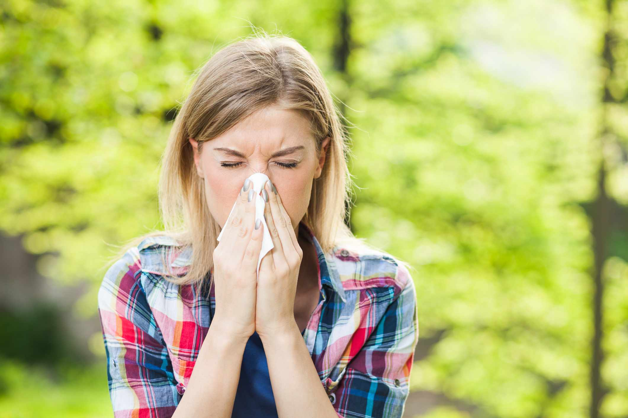 Why do colds so often start in the throat and work their way up to the nose? © Getty Images