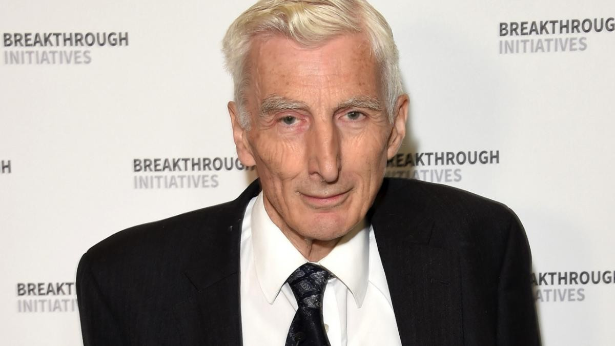 Cosmologist and astrophysicist Lord Martin Rees ahead of a press conference on the Breakthrough Life in the Universe Initiatives (© Stuart C. Wilson/Getty Images for Breakthrough Initiatives)