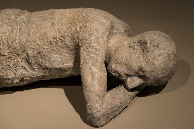 TORONTO, ONTARIO, CANADA - 2015/08/21: Plaster cast body of a man killed by the eruption of Mount Vesuvius at Pompeii in 79 A.D on display at the Royal Ontario Museum. The man is lying on the floor sideways with his hand under his head. The city of Pompeii was an ancient Roman town in Italy which was mostly destroyed and buried under ash and pumice in the eruption of Mount Vesuvius in 79 AD. (Photo by Roberto Machado Noa/LightRocket via Getty Images)
