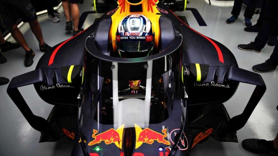 Daniel Ricciardo in his Red Bull Racing Red Bull-TAG Heuer RB12 TAG Heuer fitted with the aeroscreen in the © Mark Thompson/Getty Images