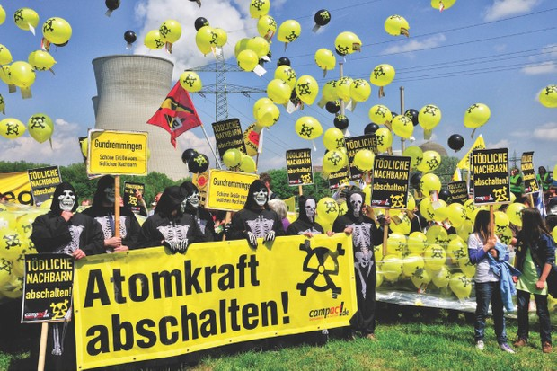 Opponents of nuclear power demonstrating for the shutdown of nuclear power plant Grundemmingen, Germany (© Walter G. Allgöwer/ullstein bild via Getty Images)