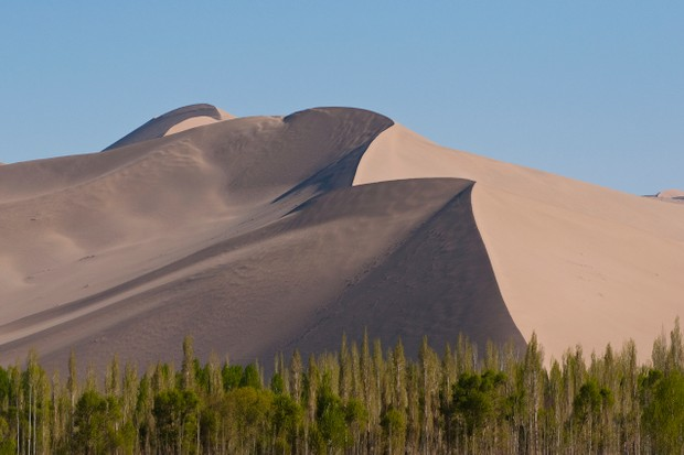 Singing sand dunes near Dunhuang, China © Bob Krist/Corbis Documentary/Getty Images