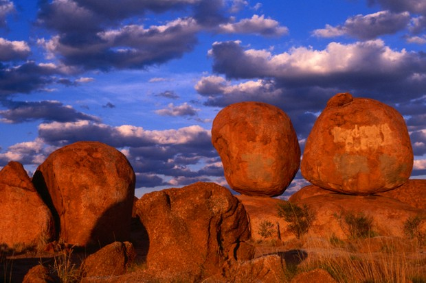Devil's Marbles near Tennant Creek, Devil's Marbles Conservation Reserve, Australia © Krzysztof Dydynski/Lonely Planet Images/Getty Images