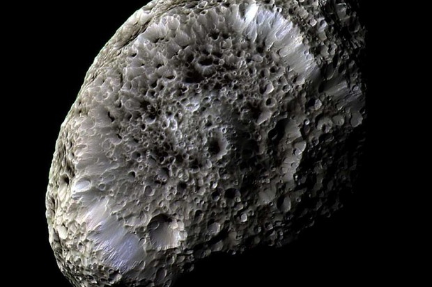 Saturn moon Hyperion © NASA