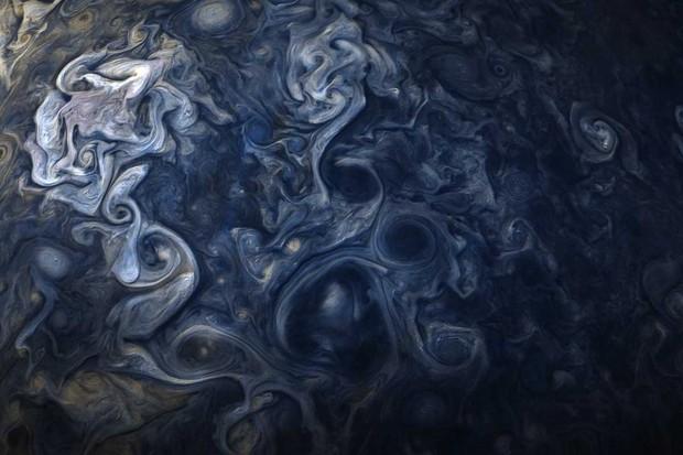 Jupiter in blue © NASA/JPL-Caltech/SwRI/MSSS/Gerald Eichstadt/Sean Doran