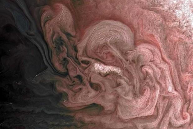 Northern storm © NASA/JPL-Caltech/SwRI/MSSS/Matt Brealey/Gustavo B C